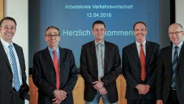 Schwertransporte und Spediteurbedingungen standen im Mittelpunkt: Hans-Peter Langer (IHK), Wolfgang Draaf (BSK), Michael Kröhl, Jürgen Weihermann, Hermann-Josef Droege (IHK; v.l.).