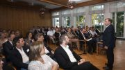 Mehr als 100 Zuhörer kamen zur Vortragsveranstaltung der Wirtschaftsjunioren Südwestfalen mit Prof. Dr. Gunter Dueck.
