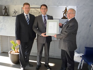 Jan Krückemeyer Geschäftsführer Reinhard Krückemeyer GmbH & Co. KG, Jens Schneider Leiter Kundenbetreuung Creditreform, Paul Mies Leiter Finanzbuchhaltung Reinhard Krückemeyer GmbH & Co. KG.