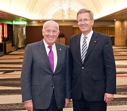 Walter Mennekes und Bundespräsident Christian Wulff in Japan.