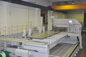 Auf der neuen Blockbandsäge von ROSTFREI-STAHL können Edelstahlbleche bis zu einer Gesamtfläche von drei mal sieben Meter und von 20 bis 150 mm Dicke getrennt werden.